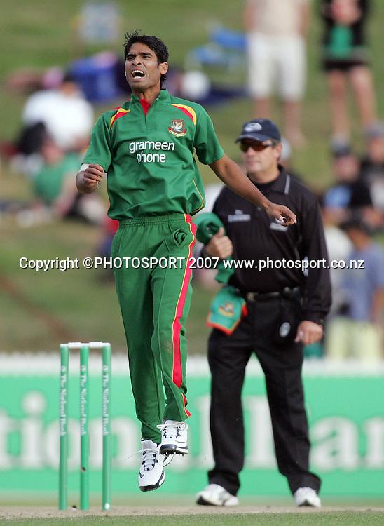 Farhad Reza reacts to a close wicket. New Zealand XI v Bangladeshis. Bangladesh Cyclone Relief Fund match. Seddon Park, Hamilton, New Zealand. Sunday 23 December 2007. Photo: Hagen Hopkins/PHOTOSPORT