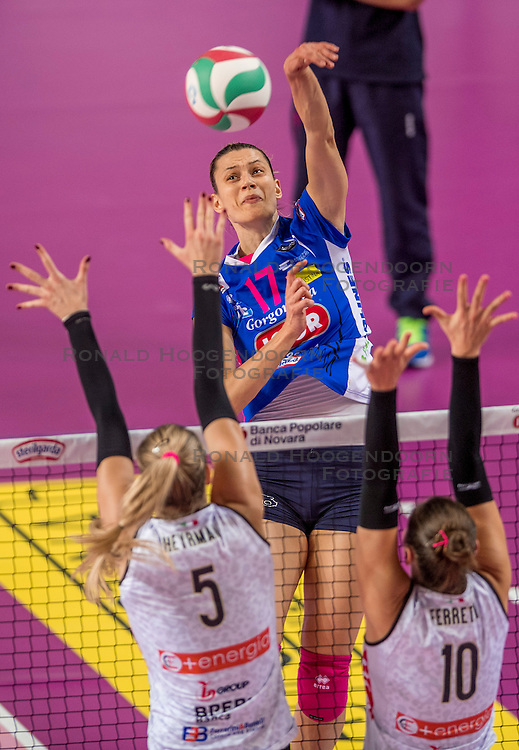 27-11-2016 ITA: Gorgonzola Igor Volley Novara - Nordmeccanica Modena, Novara<br /> Nova wint in drie sets van Modena / Katarina Barun Susnjar #17
