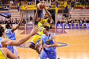 DESCRIZIONE : Ancona Lega A 2011-12 Fabi Shoes Montegranaro Vanoli Braga Cremona<br /> GIOCATORE : Jerel Mc Neal<br /> CATEGORIA : passaggio penetrazione<br /> SQUADRA : Fabi Shoes Montegranaro<br /> EVENTO : Campionato Lega A 2011-2012<br /> GARA : Fabi Shoes Montegranaro Vanoli Braga Cremona<br /> DATA : 21/04/2012<br /> SPORT : Pallacanestro<br /> AUTORE : Agenzia Ciamillo-Castoria/C.De Massis<br /> Galleria : Lega Basket A 2011-2012<br /> Fotonotizia : Ancona Lega A 2011-12 Fabi Shoes Montegranaro Vanoli Braga Cremona<br /> Predefinita :