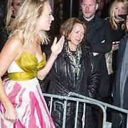 NLD/Amsterdam/20161024 - Premiere Hartenstrijd, Jennifer Hoffman en haar ouders