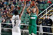DESCRIZIONE : Avellino Lega A 2015-16 Sidigas Avellino Dolomiti Energia Trentino Trento<br /> GIOCATORE : Alex Acker<br /> CATEGORIA :  tiro tre punti<br /> SQUADRA : Sidigas Avellino <br /> EVENTO : Campionato Lega A 2015-2016 <br /> GARA : Sidigas Avellino Dolomiti Energia Trentino Trento<br /> DATA : 01/11/2015<br /> SPORT : Pallacanestro <br /> AUTORE : Agenzia Ciamillo-Castoria/A. De Lise <br /> Galleria : Lega Basket A 2015-2016 <br /> Fotonotizia : Avellino Lega A 2015-16 Sidigas Avellino Dolomiti Energia Trentino Trento