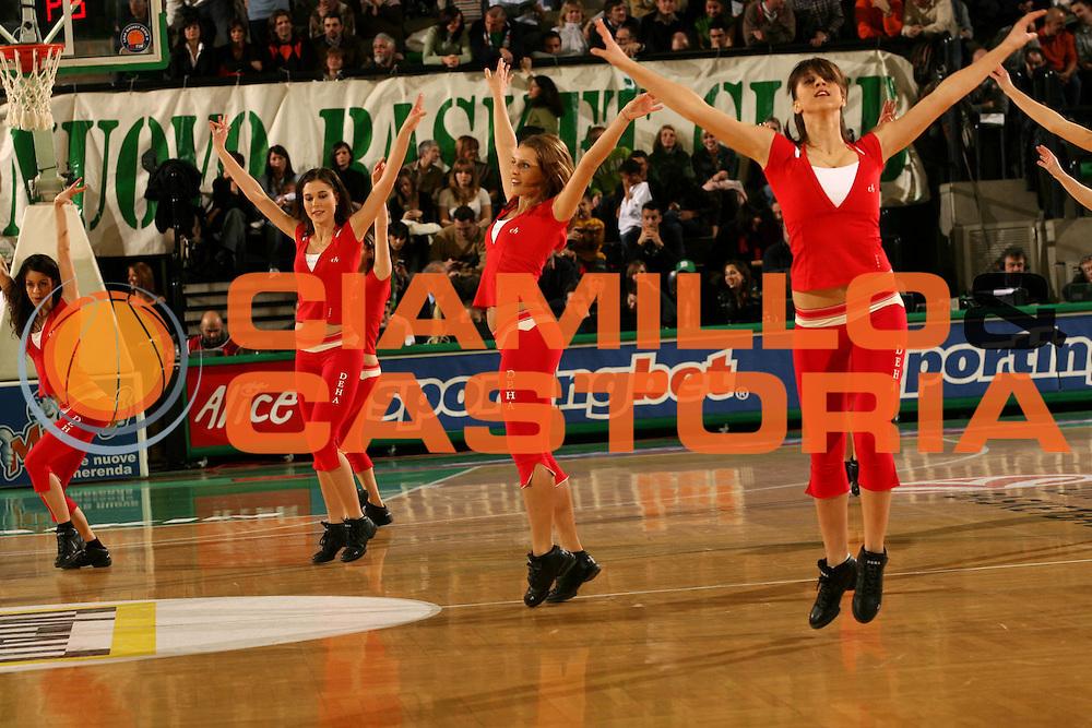 DESCRIZIONE : Treviso Eurolega 2006-07 Top 16 Benetton Treviso Dynamo Mosca<br /> GIOCATORE : Cheerleaders<br /> SQUADRA : Benetton Treviso<br /> EVENTO : Eurolega 2006-2007 Top 16<br /> GARA : Benetton Treviso Dynamo Mosca<br /> DATA : 21/02/2007 <br /> CATEGORIA : Curiosita<br /> SPORT : Pallacanestro <br /> AUTORE : Agenzia Ciamillo-Castoria/M.Marchi