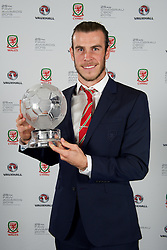 CARDIFF, WALES - Monday, October 5, 2015: Wales' Gareth Bale with the Men's Player of the Year during the FAW Awards Dinner at Cardiff City Hall. (Pic by David Rawcliffe/Propaganda)