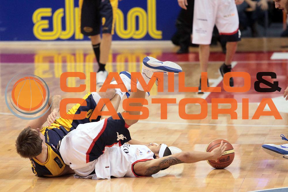 DESCRIZIONE : Biella Lega A 2010-11 Angelico Biella Fabi Shoes Montegranaro<br /> GIOCATORE : A J Slaughter<br /> SQUADRA : Angelico Biella<br /> EVENTO : Campionato Lega A 2010-2011<br /> GARA : Angelico Biella Fabi Shoes Montegranaro<br /> DATA : 16/01/2011<br /> CATEGORIA : Palleggio Passaggio<br /> SPORT : Pallacanestro<br /> AUTORE : Agenzia Ciamillo-Castoria/S.Ceretti<br /> Galleria : Lega Basket A 2010-2011<br /> Fotonotizia : Biella Lega A 2010-11 Angelico Biella Fabi Shoes Montegranaro<br /> Predefinita :