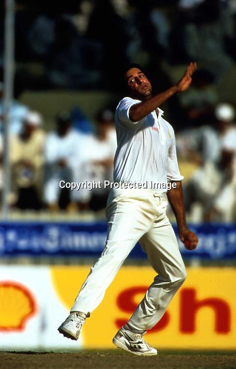 Wasim Akram bowling, Pakistan, International test match cricket, Champions Trophy tournament, 1996. Photo: Sportsline Photographic/PHOTOSPORT