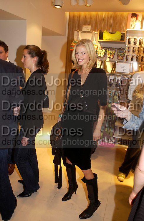 Donna Air . H&M Flagship Store launch. at 17-21 Brompton Road, Knightsbridge. London. SW1. 23  March 2005. ONE TIME USE ONLY - DO NOT ARCHIVE  © Copyright Photograph by Dafydd Jones 66 Stockwell Park Rd. London SW9 0DA Tel 020 7733 0108 www.dafjones.com