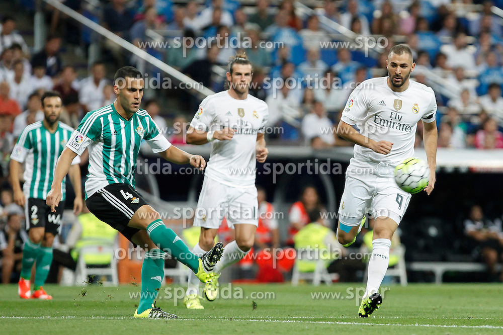 29.08.2015, Estadio Santiago Bernabeu, Madrid, ESP, Primera Division, Real Madrid vs Real Betis, 2. Runde, im Bild Real Madrid&acute;s Karim Benzema (R) and Real Betis&acute;s Bruno // during the Spanish Primera Division 2nd round match between Real Madrid and Real Betis at the Estadio Santiago Bernabeu in Madrid, Spain on 2015/08/29. EXPA Pictures &copy; 2015, PhotoCredit: EXPA/ Alterphotos/ Victor Blanco<br /> <br /> *****ATTENTION - OUT of ESP, SUI*****