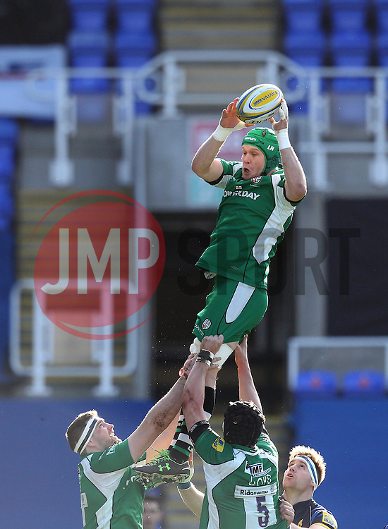 Luke Narraway of London Irish gets hold of a line out - Mandatory byline: Robbie Stephenson/JMP - 07/02/2016 - FOOTBALL - Madejski Stadium - Reading, England - London Irish v Worcester Warriors - Aviva Premiership