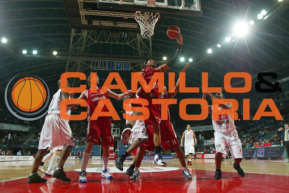 DESCRIZIONE : Pesaro Lega A1 2007-08 Scavolini Spar Pesaro Cimberio Varese<br /> GIOCATORE : Delonte Holland<br /> SQUADRA : Cimberio Varese<br /> EVENTO : Campionato Lega A1 2007-2008 <br /> GARA : Scavolini Spar Pesaro Cimberio Varese<br /> DATA : 22/03/2008<br /> CATEGORIA : Special Tiro<br /> SPORT : Pallacanestro <br /> AUTORE : Agenzia Ciamillo-Castoria/M.Marchi