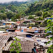THA/Bangkok/20160729 - Vakantie Thailand 2016 Bangkok, Thaise dorp, daken bij Doi Suthep