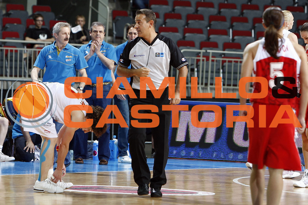 DESCRIZIONE : Riga Latvia Lettonia Eurobasket Women 2009 Semifinal Spagna Russia Spain Russia<br /> GIOCATORE : <br /> SQUADRA :<br /> EVENTO : Eurobasket Women 2009 Campionati Europei Donne 2009 <br /> GARA : Spagna Russia Spain Russia<br /> DATA : 19/06/2009 <br /> CATEGORIA : ritratto arbitro referees<br /> SPORT : Pallacanestro <br /> AUTORE : Agenzia Ciamillo-Castoria/E.Castoria<br /> Galleria : Eurobasket Women 2009 <br /> Fotonotizia : Riga Latvia Lettonia Eurobasket Women 2009 Semifinal Spagna Russia Spain Russia<br /> Predefinita :