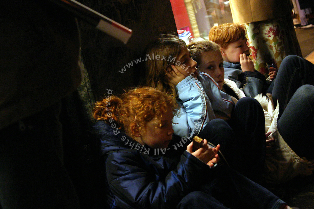 Children sitting on the pavement of Oxford Street, the major shopping road in central London, waiting for the parents to pay for their shopping, on Wednesday, Dec. 22, 2004.  **ITALY OUT**