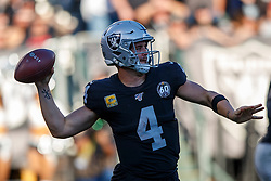 OAKLAND, CA - NOVEMBER 17: Quarterback Derek Carr #4 of the Oakland Raiders passes against the Cincinnati Bengals during the third quarter at RingCentral Coliseum on November 17, 2019 in Oakland, California. The Oakland Raiders defeated the Cincinnati Bengals 17-10. (Photo by Jason O. Watson/Getty Images) *** Local Caption *** Derek Carr