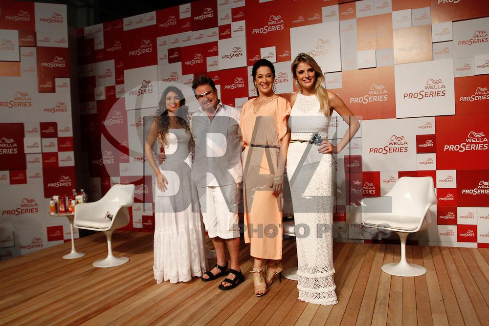 ATENÇÃO EDITOR: FOTO EMBARGADA PARA VEÍCULOS INTERNACIONAIS. SAO PAULO SP, 18 DE OUTUBRO DE 2012. EVENTO WELLA PROSERIES VERAO. A cantora Paula Fernandes, a  atriz Claudia Raia e o cabelereiro Wanderley Nunes  durante evento de lançamento dos produtos Wella Pro Series para o verão, na tarde desta quinta feira, na Vila Olimpia, zona sul da capital paulista. FOTO ADRIANA SPACA/BRAZIL PHOTO PRESS.