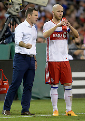 August 5, 2017 - Washington, DC, USA - 20170805 - Toronto coach GREG VANNEY has a quick word with Toronto FC midfielder MICHAEL BRADLEY (4) during a water break in the second half against D.C. United at RFK Stadium in Washington. (Credit Image: © Chuck Myers via ZUMA Wire)