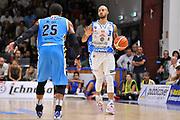 DESCRIZIONE : Beko Legabasket Serie A 2015- 2016 Dinamo Banco di Sardegna Sassari -Vanoli Cremona<br /> GIOCATORE : David Logan<br /> CATEGORIA : Palleggio Schema Mani<br /> SQUADRA : Dinamo Banco di Sardegna Sassari<br /> EVENTO : Beko Legabasket Serie A 2015-2016<br /> GARA : Dinamo Banco di Sardegna Sassari - Vanoli Cremona<br /> DATA : 04/10/2015<br /> SPORT : Pallacanestro <br /> AUTORE : Agenzia Ciamillo-Castoria/C.Atzori