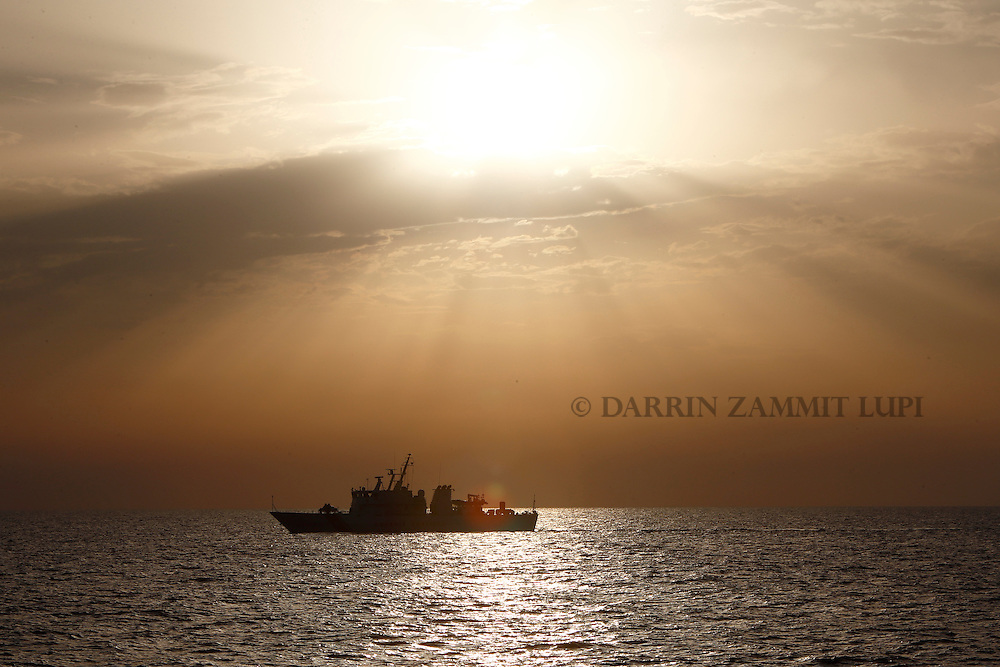 The Italian Coast Guard vessel Michele Fiorillo takes part in a search for missing migrants after their boat capsized off the coast of Libya August 5, 2015.  A boat packed with up to 700 African migrants capsized in the Mediterranean Sea off the coast of Libya on Wednesday and many were feared dead, officials and aid agencies said. <br /> REUTERS/Darrin Zammit Lupi <br /> MALTA OUT. NO COMMERCIAL OR EDITORIAL SALES IN MALTA