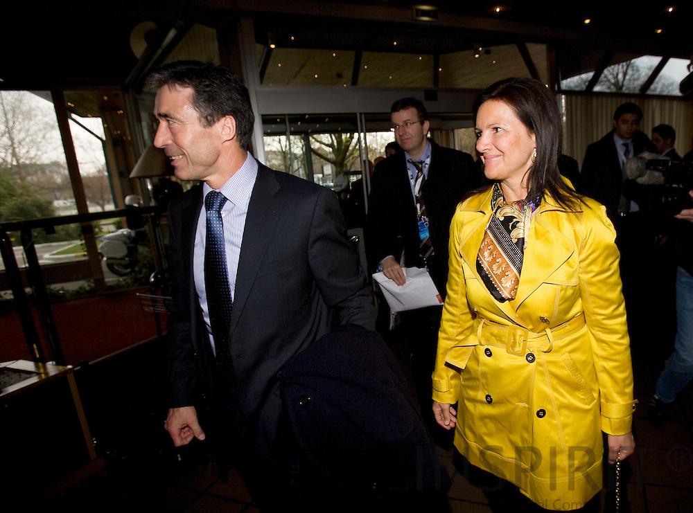 STRASBOURG - FRANCE - 03 APRIL 2008 -- NATO Topmoede, Statsminister Anders Fogh Rasmussen og hans hustru Anne-Mette Rasmussen ankommer til deres hotel . Photo: Erik Luntang