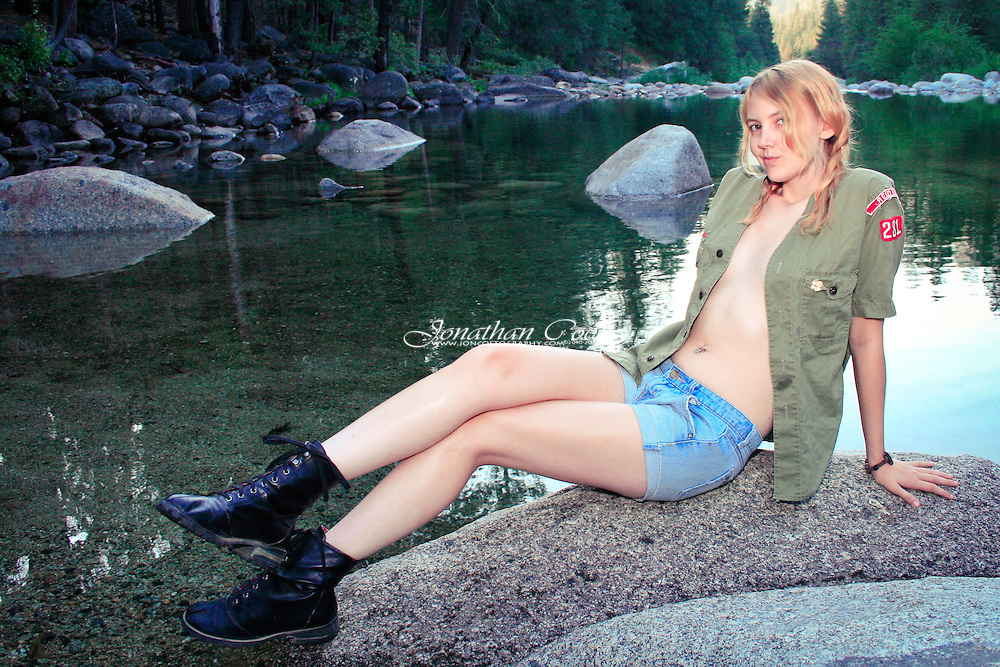 Model: Jessie James Hollywood<br />
