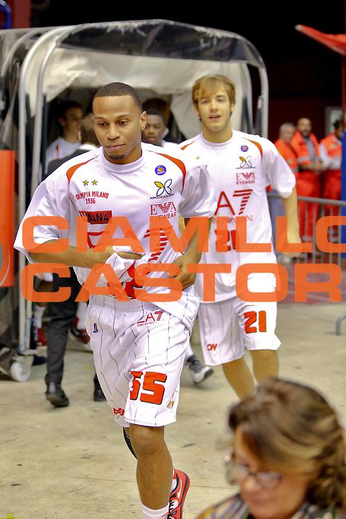 DESCRIZIONE : Milano Lega A 2013-14 EA7 Emporio Armani Milano Cimberio Varese<br /> GIOCATORE : Jerrells Curtis<br /> CATEGORIA : Ritratto<br /> SQUADRA : EA7 Emporio Armani Milano<br /> EVENTO : Campionato Lega A 2013-2014<br /> GARA : EA7 Emporio Armani Milano Cimberio Varese<br /> DATA : 20/10/2013<br /> SPORT : Pallacanestro <br /> AUTORE : Agenzia Ciamillo-Castoria/I.Mancini<br /> Galleria : Lega Basket A 2013-2014  <br /> Fotonotizia : Milano Lega A 2013-14 EA7 Emporio Armani Milano Cimberio Varese<br /> Predefinita :