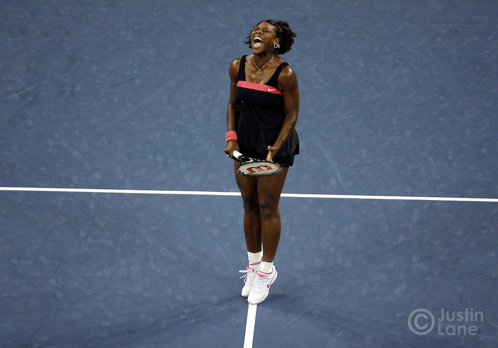 Serena Williams of the US screams as she plays Justine Henin of Belgium  in their quarterfinals round match on the ninth day of the 2007 US Open tennis tournament in Flushing Meadows, New York, USA, 04 September 2007.