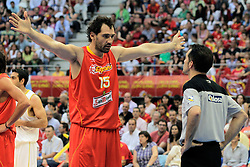 15.08.2010, Logroo, ESP, Friendly Basketball LS, Spain vs Argentia, im Bild Spain's Jorge Garbajosa have words with the refereee during Friendly match. EXPA Pictures © 2010, PhotoCredit: EXPA/ Alterphotos/ Acero +++++ ATTENTION - OUT OF SPAIN +++++