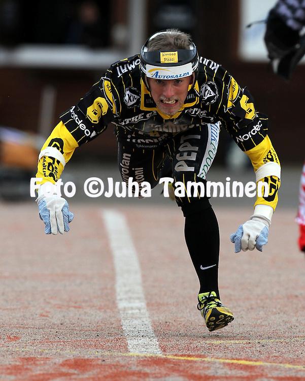 14.6.2011, Kouvola..Superpesis 2011, Kouvolan Pallonly?j?t  - Joensuun Maila..Anssi Lammila - KPL.