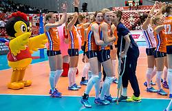 18-05-2016 JAP: OKT Nederland - Dominicaanse Republiek, Tokio<br /> Nederland is weer een stap dichterbij kwalificatie voor de Olympische Spelen. Dit dankzij een 3-0 overwinning op de Dominicaanse Republiek / Lonneke Sloetjes #10, Judith Pietersen #8, Robin de Kruijf #5