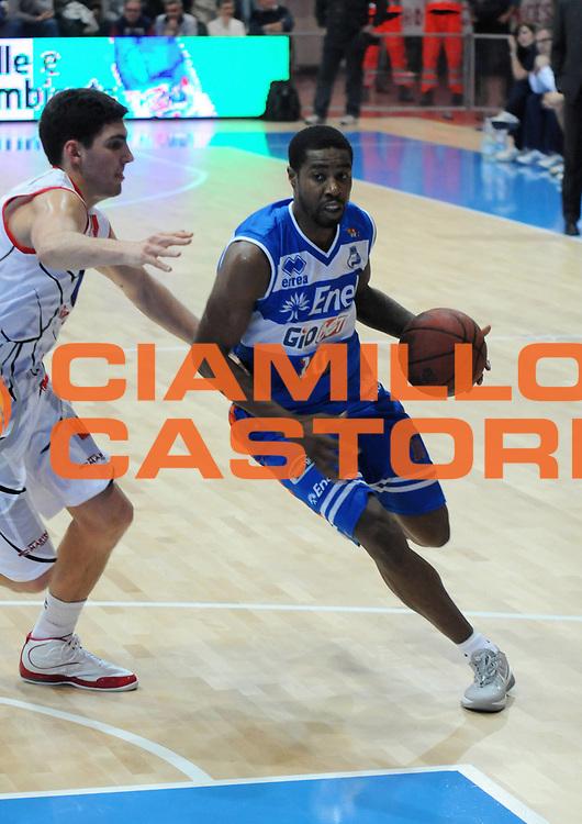 DESCRIZIONE : Piacenza Campionato Lega Basket A2 2011-12 Morpho Basket Piacenza Enel Brindisi<br /> GIOCATORE : Jimmy Lee Hunter<br /> SQUADRA : Enel Brindisi<br /> EVENTO : Campionato Lega Basket A2 2011-2012<br /> GARA : Morpho Basket Piacenza Enel Brindisi<br /> DATA : 27/11/2011<br /> CATEGORIA : Palleggio Penetrazione<br /> SPORT : Pallacanestro<br /> AUTORE : Agenzia Ciamillo-Castoria/L.Lussoso<br /> Galleria : Lega Basket A2 2011-2012<br /> Fotonotizia : Piacenza Campionato Lega Basket A2 2011-12 Morpho Basket Piacenza Enel Brindisi<br /> Predefinita :