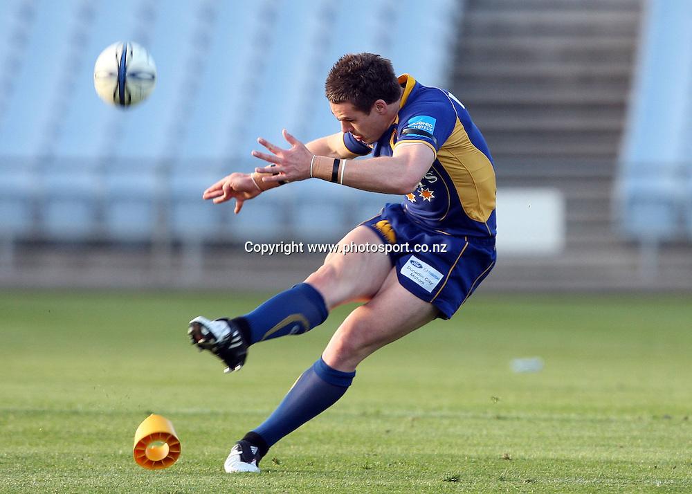 Michael Witt shows his style when kicking the winning goal.<br /> Air NZ Cup - Otago v Counties Manukau, 24 October 2009, Carisbrook, Dunedin, New Zealand.<br /> Photo: Rob Jefferies/PHOTOSPORT