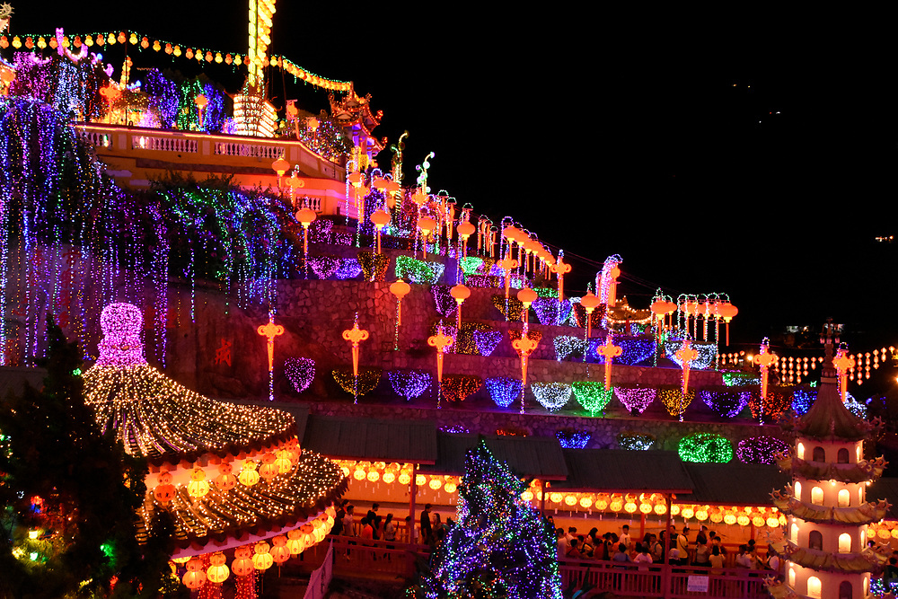 Overview of the Kek Lok Si Temple, illumated at night with Lanterns and LEDS lights