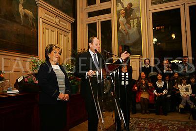 Nicole Haggiag , Chevalier de l'ordre nationale du mérite et Philippe Goujoun, Maire du 15ieme