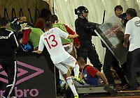 Fotball<br /> EM-kvalifisering<br /> Serbia v Albania<br /> 14.10.2014<br /> Foto: imago/Digitalsport<br /> NORWAY ONLY<br /> <br /> Burim Kukeli (c) Albania escape from the field in dressing room