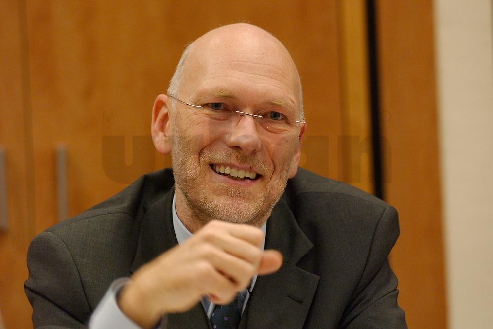06 DEC 2002, BERLIN/GERMANY:<br /> Prof. Dr. Joachim Klewes, Agentur guettler+klewes communications management GmbH, Sitzung des Reaktionsbeirates von politik&amp;kommunikation, Astron-Hotel<br /> IMAGE: 20021206-01-012<br /> KEYWORDS: politik, kommunikation