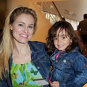 NLD/Utrecht/20120407 - Pemiere musical Nijntje, Marit van Bohemen en dochter Jacky