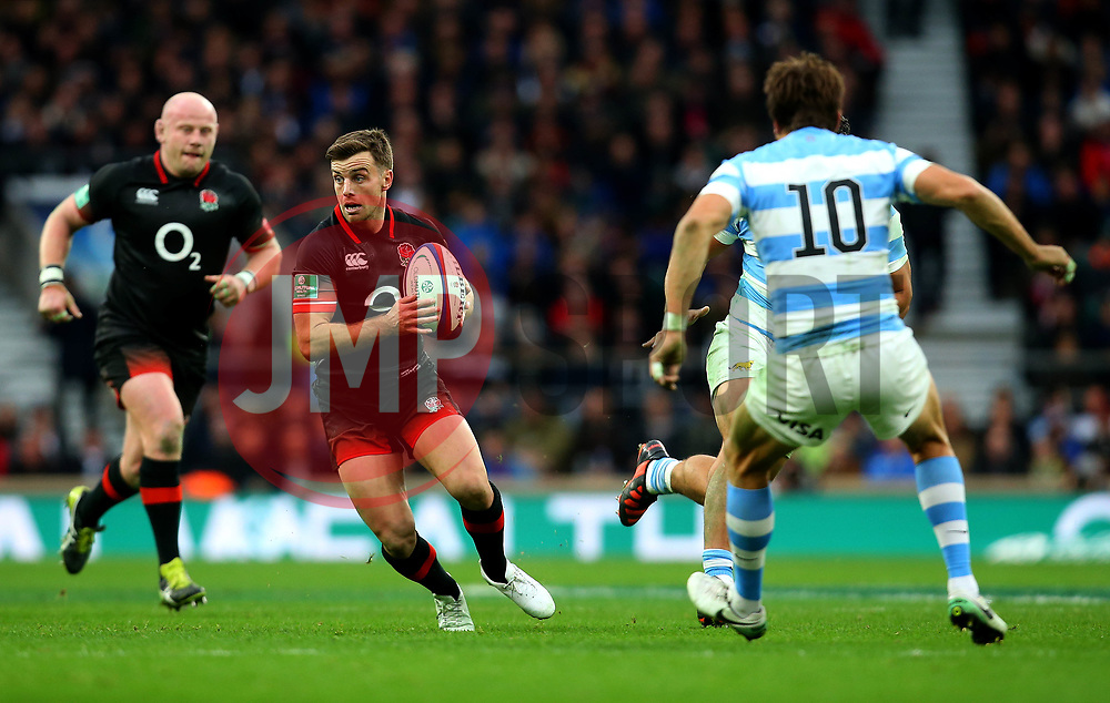 George Ford of England runs with the ball - Mandatory by-line: Robbie Stephenson/JMP - 11/11/2017 - RUGBY - Twickenham Stadium - London, England - England v Argentina - Old Mutual Wealth Series