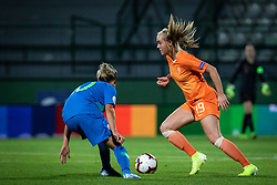 Dominika Čonč of Slovenia and Jil Roord of Nederland  during football match between Slovenia and Nederland in qualifying Round of Woman's qualifying for EURO 2021, on October 5, 2019 in Mestni stadion Fazanerija, Murska Sobota, Slovenia. Photo by Blaž Weindorfer / Sportida