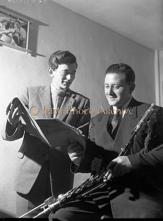 Special for Gael Linn - Sean Seery (Bagpipes) and Breandan O'Dubhghaill.20/01/1959