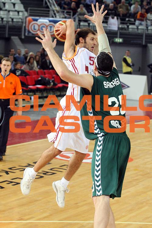 DESCRIZIONE : Roma Eurolega 2006-07 Lottomatica Virtus Roma Unicaja Malaga<br />GIOCATORE : Giachetti<br />SQUADRA : Lottomatica Virtus Roma<br />EVENTO : Eurolega 2006-2007 <br />GARA : Lottomatica Virtus Roma Unicaja Malaga<br />DATA : 29/11/2006 <br />CATEGORIA : Passaggio<br />SPORT : Pallacanestro <br />AUTORE : Agenzia Ciamillo-Castoria/G.Ciamillo