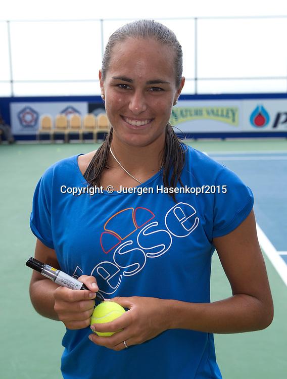 Monica Puig (PUR) schreibt Autogramme, WTA Tennis Clinic<br /> <br /> Tennis - PTT Thailand Open 2015 - WTA -  Dusit Thani Hotel - Pattaya - Chonburi - Thailand  - 12 February 2015.