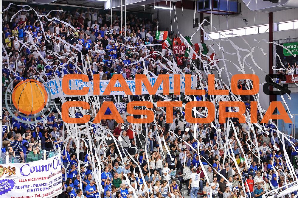 DESCRIZIONE : Campionato 2014/15 Dinamo Banco di Sardegna Sassari - Olimpia EA7 Emporio Armani Milano Playoff Semifinale Gara3<br /> GIOCATORE : Tifosi Pubblico Spettatori<br /> CATEGORIA : Tifosi Pubblico Spettatori Coreografia Striscione<br /> SQUADRA : Dinamo Banco di Sardegna Sassari<br /> EVENTO : LegaBasket Serie A Beko 2014/2015 Playoff Semifinale Gara3<br /> GARA : Dinamo Banco di Sardegna Sassari - Olimpia EA7 Emporio Armani Milano Gara4<br /> DATA : 02/06/2015<br /> SPORT : Pallacanestro <br /> AUTORE : Agenzia Ciamillo-Castoria/L.Canu