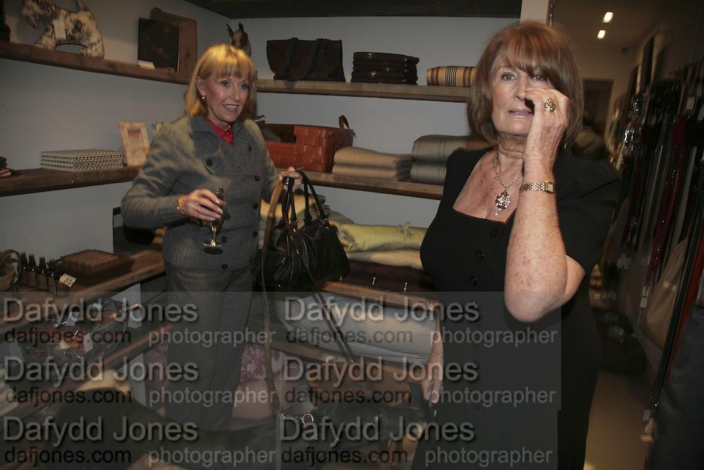 JINTY STEPHENSON AND LADY ANNABEL GOLDSMITH, ' Copper: A Dog's Life' Lady Annabel Goldsmith book signing. Mungo and Maud, Elizabeth St. London. 20 February 2007.   -DO NOT ARCHIVE-© Copyright Photograph by Dafydd Jones. 248 Clapham Rd. London SW9 0PZ. Tel 0207 820 0771. www.dafjones.com.