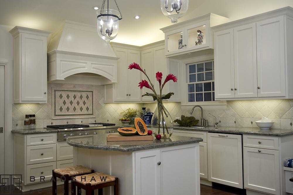 TERRELL HILLS WONDERFUL WHITE KITCHEN