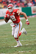 KANSAS CITY, MO - DECEMBER 14:   Tony Gonzalez #88 of the Kansas City Chiefs runs with the ball after catching a pass against the San Diego Chargers on December 14, 2008 in Kansas City, Missouri.  The Chargers defeated the Chiefs 22-21.  (Photo by Wesley Hitt/Getty Images) *** Local Caption *** Tony Gonzalez