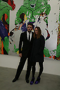 Alasdair Willis and Stella McCartney, Jeff Koons: Hulk Elvis. private view. Gagosian Gallery. 18 1une 2007.  -DO NOT ARCHIVE-© Copyright Photograph by Dafydd Jones. 248 Clapham Rd. London SW9 0PZ. Tel 0207 820 0771. www.dafjones.com.