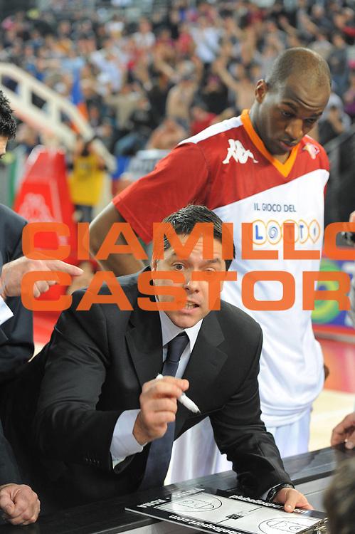 DESCRIZIONE : Roma Lega A 2010-11 Lottomatica Virtus Roma Montepaschi Siena<br /> GIOCATORE : Sasa Filipovski<br /> SQUADRA : Lottomatica Virtus Roma Montepaschi Siena<br /> EVENTO : Campionato Lega A 2010-2011 <br /> GARA : Lottomatica Virtus Roma Montepaschi Siena<br /> DATA : 16/01/2011<br /> CATEGORIA : Delusione Time out<br /> SPORT : Pallacanestro <br /> AUTORE : Agenzia Ciamillo-Castoria/GiulioCiamillo<br /> Galleria : Lega Basket A 2010-2011 <br /> Fotonotizia : Roma Lega A 2010-11 Lottomatica Virtus Roma Montepaschi Siena<br /> Predefinita :