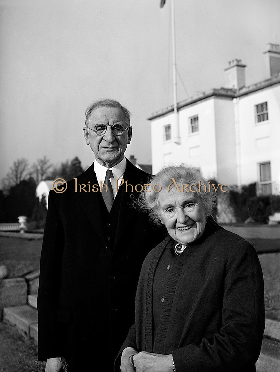President Eamon de Valera and Mrs. de Valera celebrate their Golden Wedding Anniversary at Áras an Uachtarain.. 07.01.1960.<br />
