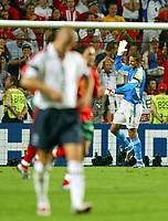 Fotball<br /> Euro 2004<br /> 24.06.2004<br /> Foto: SBI/Digitalsport<br /> NORWAY ONLY<br /> <br /> Kvartfinale<br /> England v Portugal<br /> <br /> David James vents his frustration