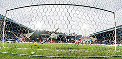St Johnstone&rsquo;s keeper Alan Mannus can't save Aberdeen&rsquo;s Peter Pawlett scoring their second goal.<br /> St Johnstone 3 v 4Aberdeen, SPFL Ladbrokes Premiership played 6/2/2016 at McDiarmid Park, Perth.
