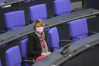 DEU, Deutschland, Germany, Berlin, 22.04.2020: Dr. Anja Weisgerber (CSU) trägt eine Schutzmaske, die Mund und Nase bedeckt. Plenarsitzung im Deutschen Bundestag. Im Mittelpunkt der Debatten standen die Maßnahmen der Bundesregierung zur Bekämpfung der Folgen der Corona-Krise. Um Ansteckungen von Abgeordneten mit dem Coronavirus zu vermeiden, darf nur jeder Dritte Stuhl besetzt werden, zwei Plätze dazwischen müssen frei gehalten werden.